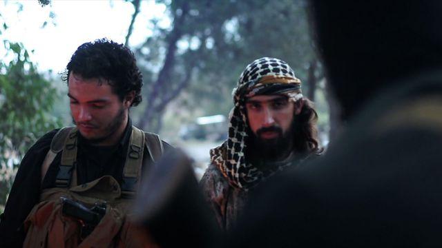 3 djihadistes français brûlent leurs passeports dans une vidéo AFP