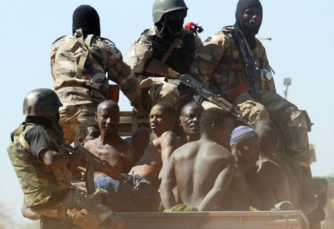terroristes djihadistes jihadistes FAMAS arm e malienne soldats militaires 713850519