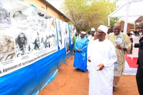 IBK rendant hommage à Mamadou Konaté