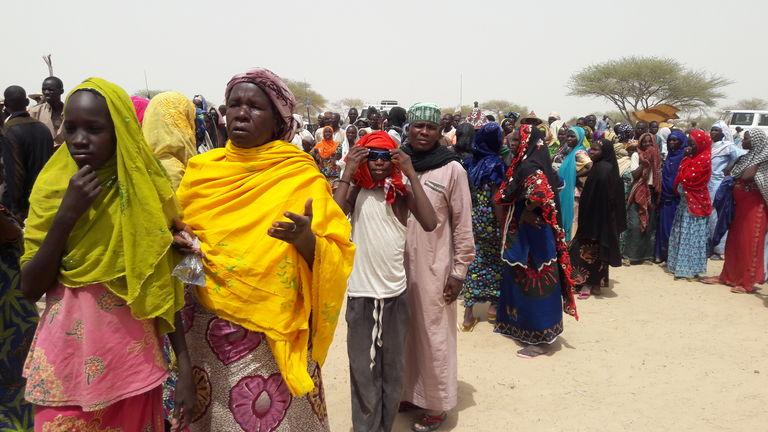 4948726 6 3b8a des refugies en attente de distribution 7e95f19ad0d7ca02f7a78af30eccfb60