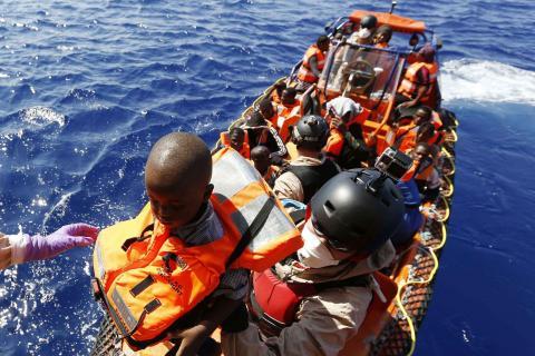 migrants secourus large libye